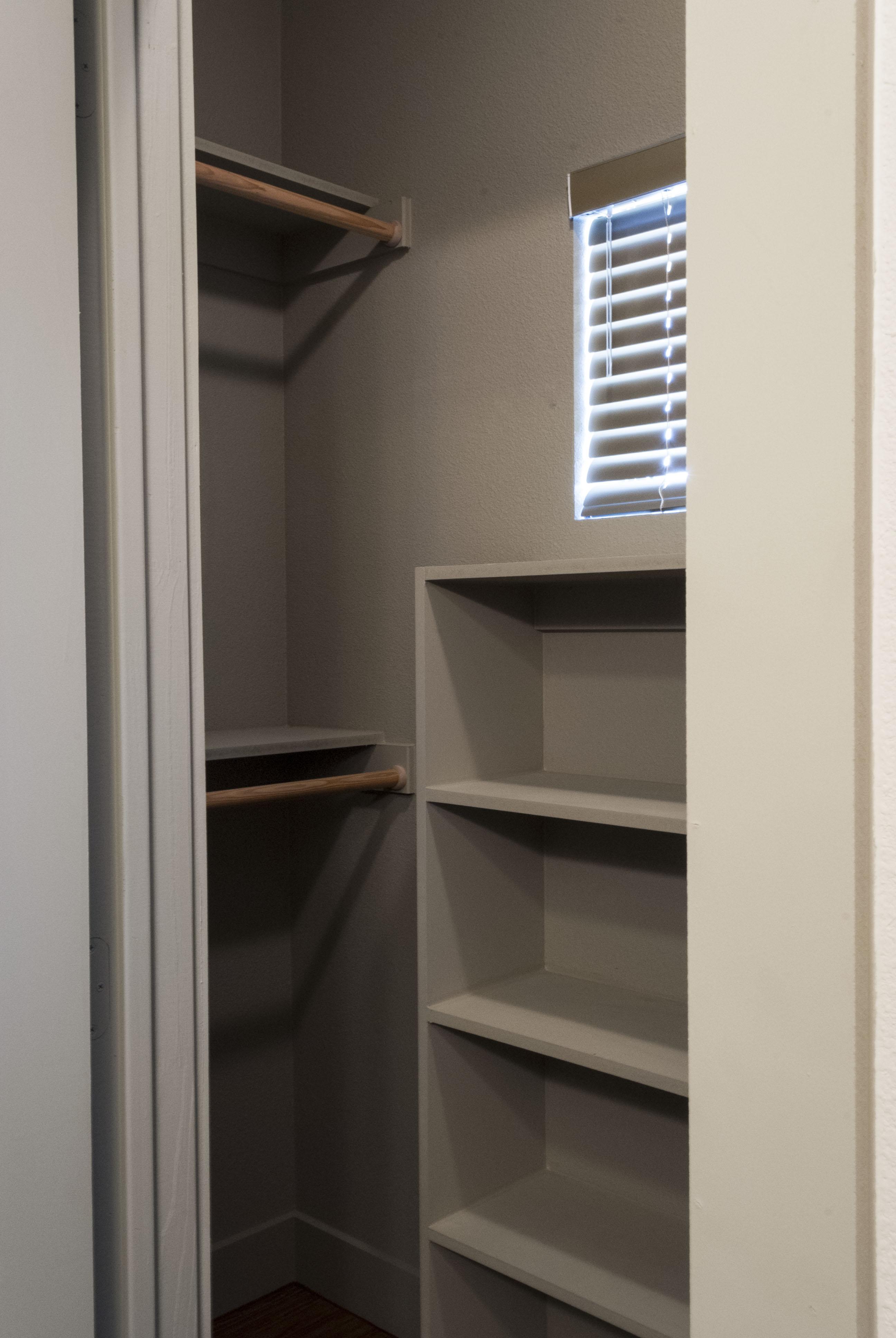 1212 Greenlee 539 sq ft closet