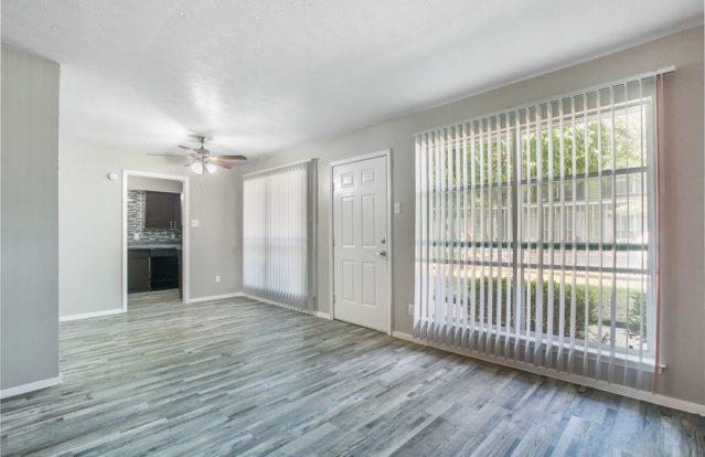 19-Twenty-livingroomdoor