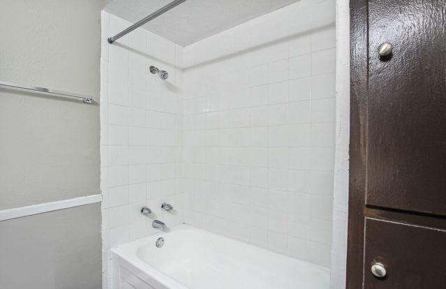 19Twenty-bathroomshower